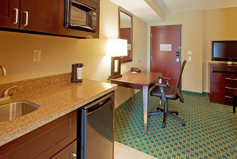 Holiday Inn Fort Worth North-Fossil Creek-King Suite<br/>Image from Leonardo