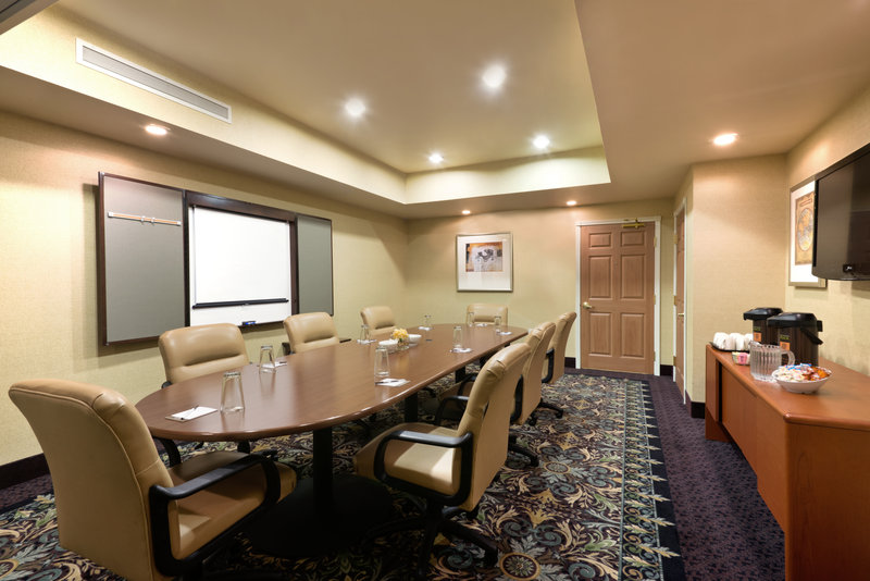 Staybridge Suites Tucson Airport-Host a meeting in our well-equipped Boardroom<br/>Image from Leonardo