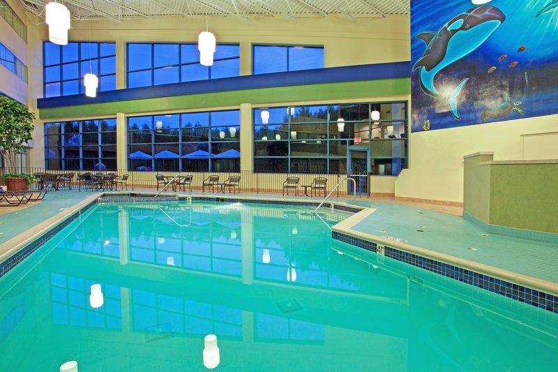 Holiday Inn Flint - Grand Blanc Area-Swimming Pool<br/>Image from Leonardo