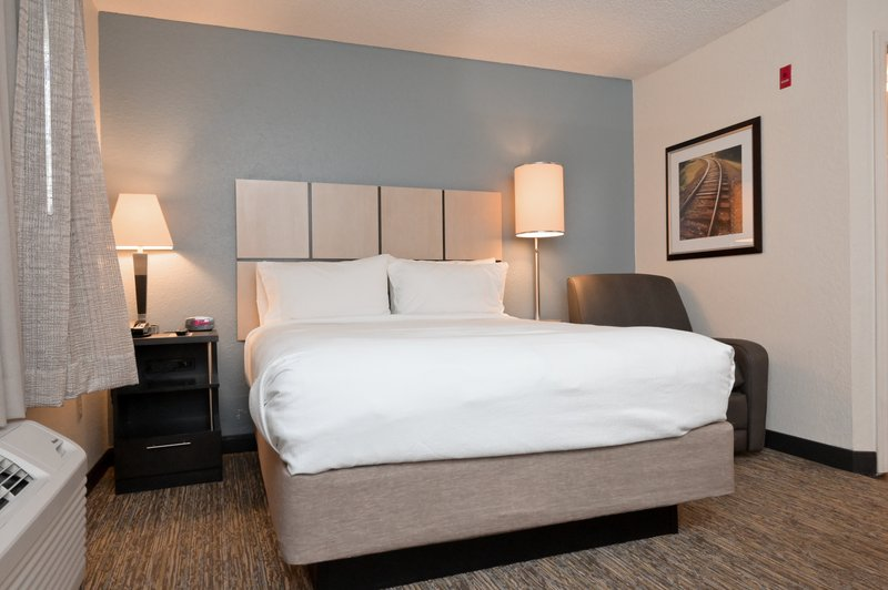 Candlewood Suites Clearwater-Queen Bed Guest Room<br/>Image from Leonardo