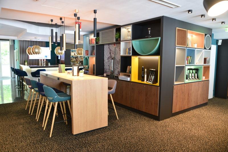 Holiday Inn Salzburg City-Lobby Bar<br/>Image from Leonardo