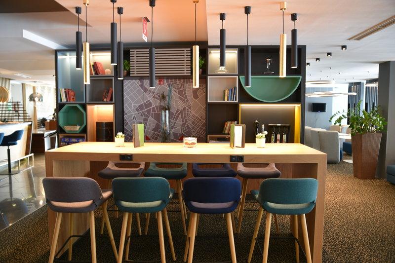 Holiday Inn Salzburg City-Multi Desk with plug socket! Play, Work, Eat!<br/>Image from Leonardo