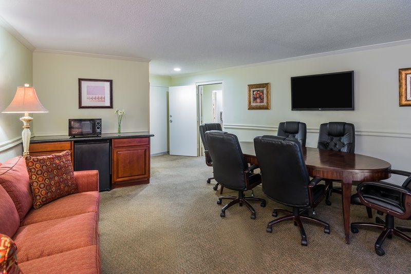 Holiday Inn Mobile - Downtown/Historic District-Business Suite<br/>Image from Leonardo