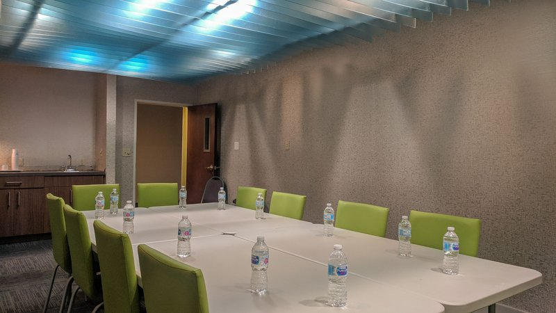 Holiday Inn Express Fort Wayne (New Haven)-Meeting Room<br/>Image from Leonardo