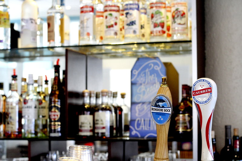 Holiday Inn Resort Grand Cayman-Beverage Selection, happy hour, bar, draft beer<br/>Image from Leonardo