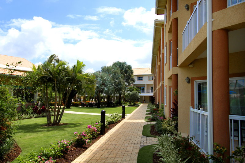 Holiday Inn Resort Grand Cayman-Courtyard<br/>Image from Leonardo