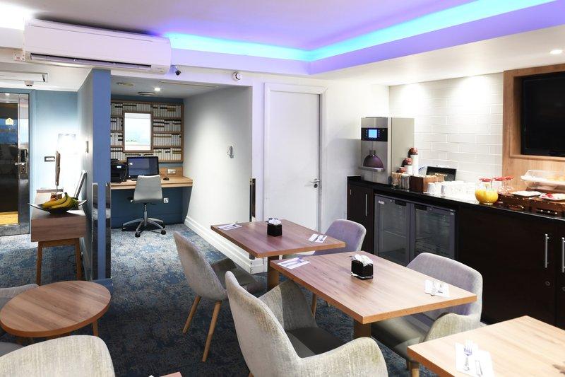 Crowne Plaza Glasgow-Club Floor Lounge<br/>Image from Leonardo