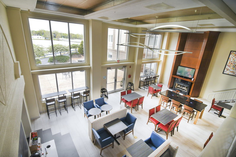 Holiday Inn Express & Suites Port Clinton - Catawba Island-Breakfast in the 2 story atrium <br/>Image from Leonardo