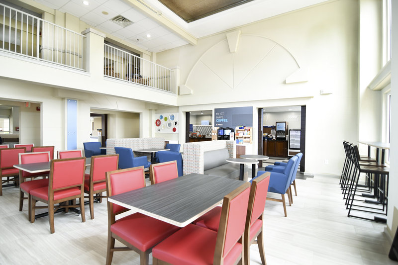 Holiday Inn Express & Suites Port Clinton - Catawba Island-Breakfast adds value to the stay<br/>Image from Leonardo