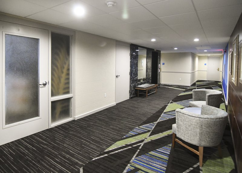Holiday Inn Express & Suites Port Clinton - Catawba Island-Elevator Lobby - 3 floor hotel<br/>Image from Leonardo