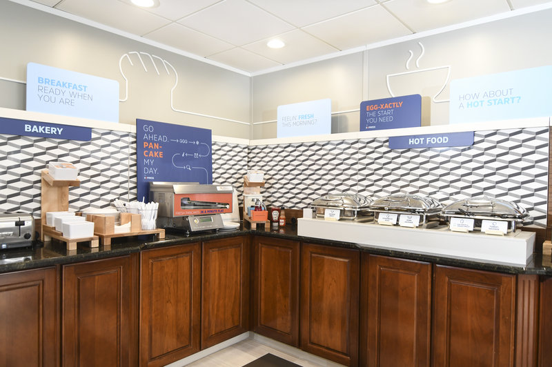 Holiday Inn Express & Suites Port Clinton - Catawba Island-Breakfast Area<br/>Image from Leonardo