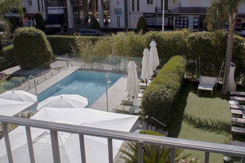 Hotel Canberra-Vue Piscine<br/>Image from Leonardo