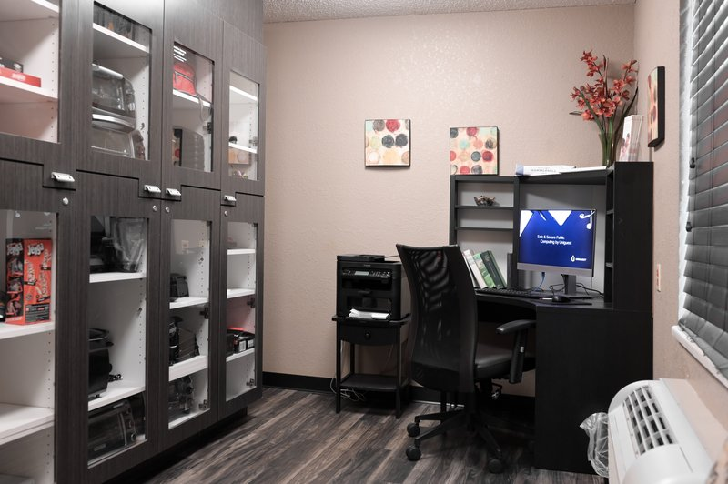 Candlewood Suites Clearwater-Business Center and Lending Locker<br/>Image from Leonardo
