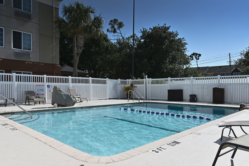 Candlewood Suites Clearwater-Swimming Pool<br/>Image from Leonardo