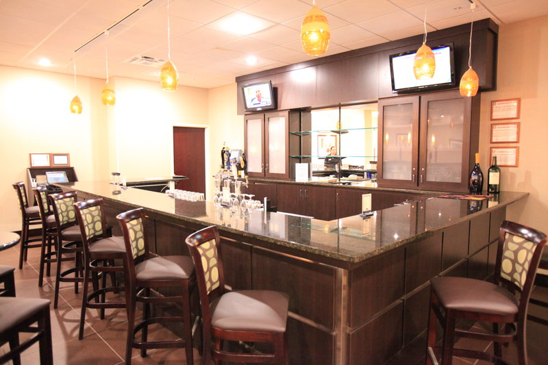 Holiday Inn Hotel & Suites Mansfield-Conference Ctr-Lobby Bar/Sports Bar<br/>Image from Leonardo