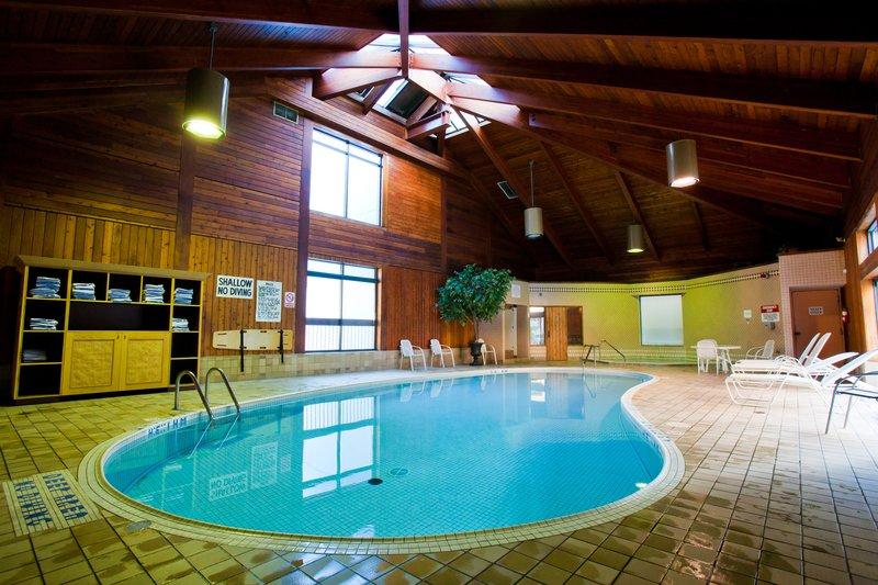 Holiday Inn Niagara Falls - by the Falls-Indoor swimming pool<br/>Image from Leonardo