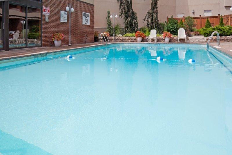Holiday Inn Niagara Falls - by the Falls-Outdoor Swimming Pool<br/>Image from Leonardo