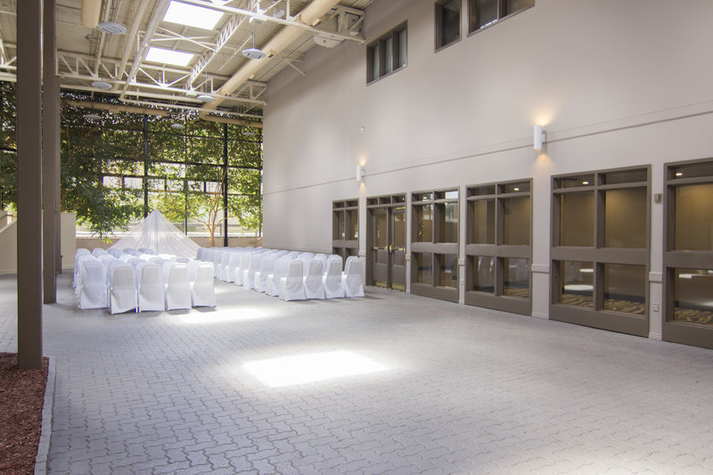 Holiday Inn Sudbury-Solarium with natural sunlight<br/>Image from Leonardo