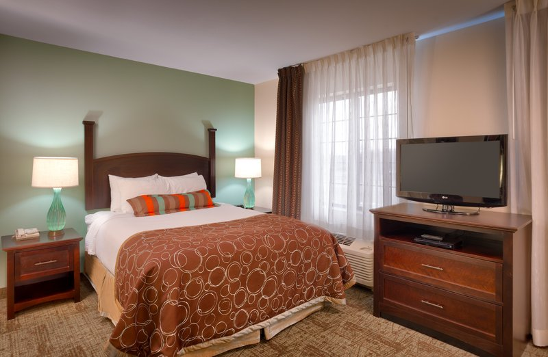 Staybridge Suites Peoria-Downtown-Single Bed Guest Room<br/>Image from Leonardo