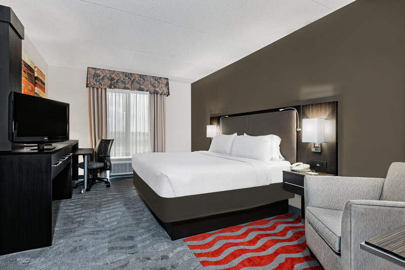 Holiday Inn Hotel & Suites College Station - Aggieland-Indulge yourself in our warm, welcoming guest rooms.<br/>Image from Leonardo