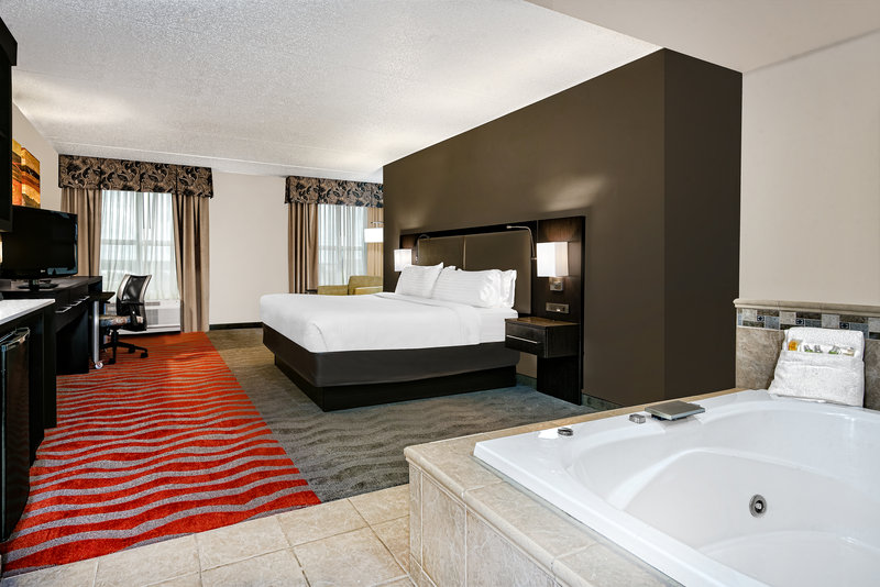 Holiday Inn Hotel & Suites College Station - Aggieland-Relax and unwind in our suite with jacuzzi.<br/>Image from Leonardo