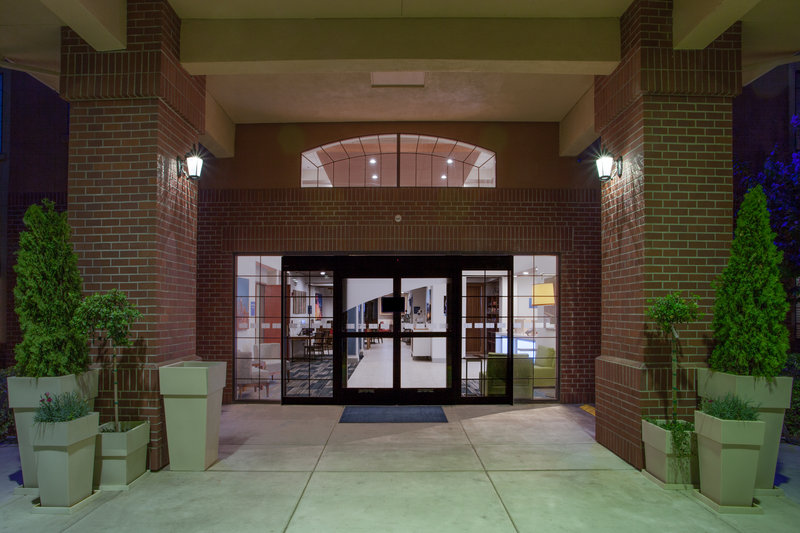 Holiday Inn Express & Suites Davis-University Area-Entrance<br/>Image from Leonardo