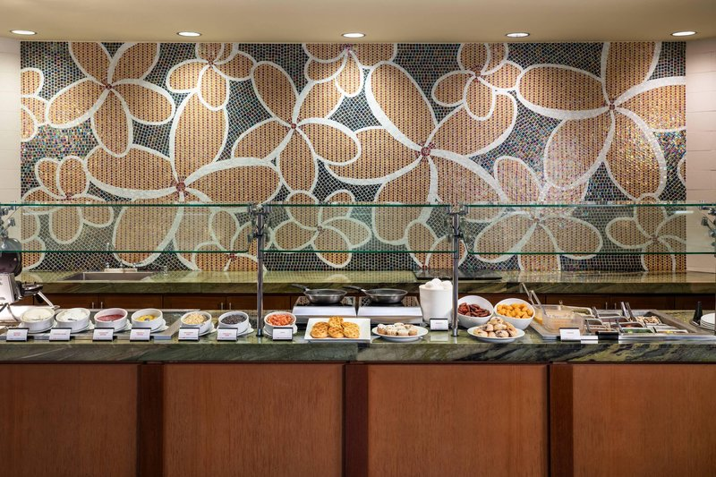 Kauai Marriott Resort-Breakfast Buffet - Omelet Station<br/>Image from Leonardo