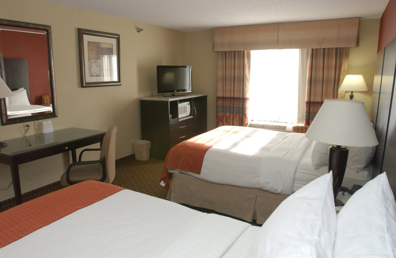Holiday Inn Hotel & Suites Owatonna-Double Queen Mobility Accessible<br/>Image from Leonardo