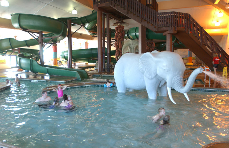 Holiday Inn Hotel & Suites Owatonna-Zero depth entry pool area<br/>Image from Leonardo