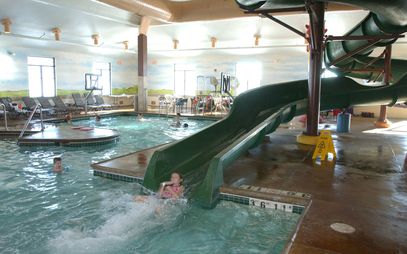 Holiday Inn Hotel & Suites Owatonna-Body slide plunge pool<br/>Image from Leonardo