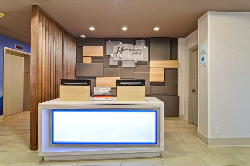 Holiday Inn Express Kamloops-Front Desk<br/>Image from Leonardo
