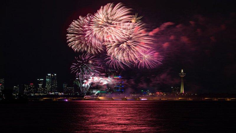 Holiday Inn Niagara Falls - by the Falls-Beautiful Nightly Fireworks<br/>Image from Leonardo