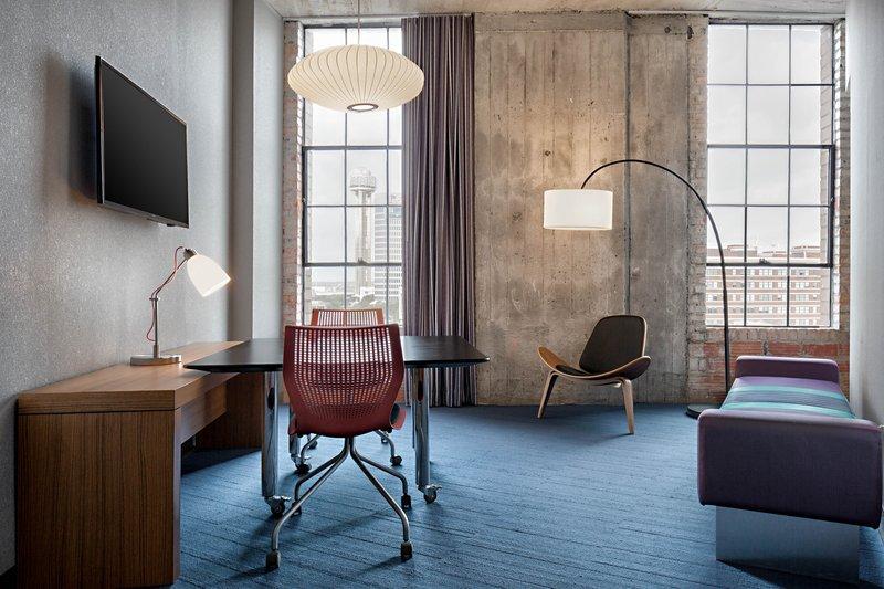 Aloft Dallas Downtown-Ultra Savvy Lounge<br/>Image from Leonardo