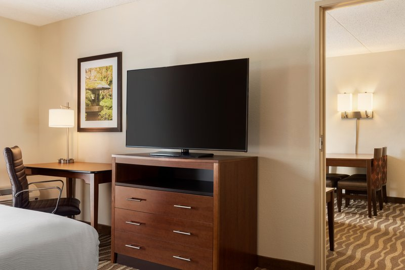 Holiday Inn Hotel & Suites Des Moines-Northwest-Guest Room<br/>Image from Leonardo