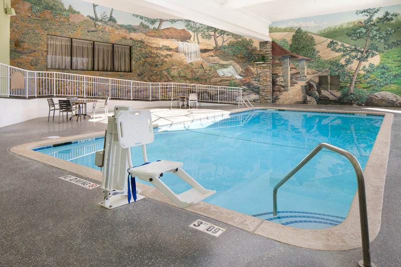 Holiday Inn Hotel & Suites Des Moines-Northwest-Swimming Pool<br/>Image from Leonardo