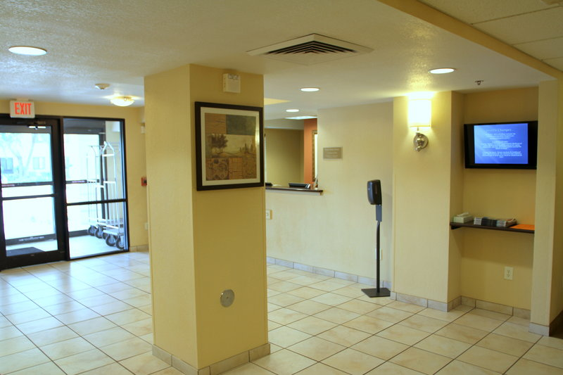 Candlewood Suites Indianapolis Dwtn Medical Dist-Hotel Lobby<br/>Image from Leonardo