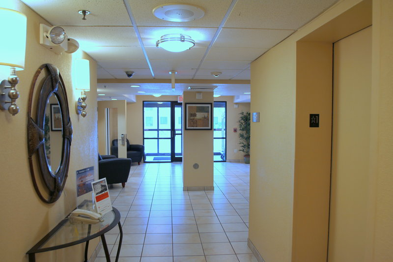 Candlewood Suites Indianapolis Dwtn Medical Dist-Elevator Lobby<br/>Image from Leonardo
