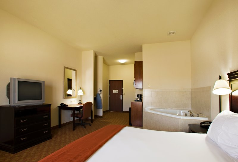 Holiday Inn Express & Suites Sweetwater-Jacuzzi Suite<br/>Image from Leonardo