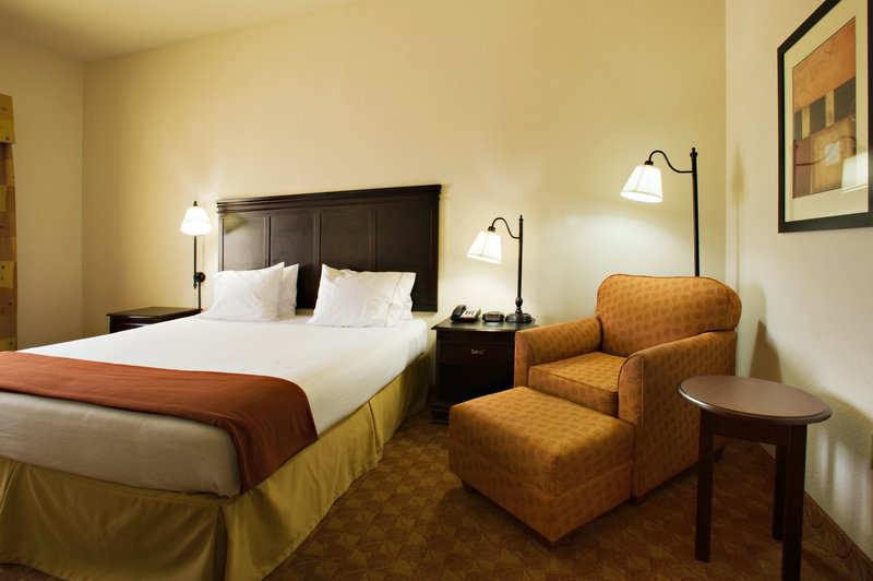 Holiday Inn Express & Suites Sweetwater-King Bed Guest Room<br/>Image from Leonardo
