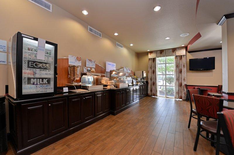 Holiday Inn Express & Suites Sherman HWY 75-Breakfast Bar<br/>Image from Leonardo