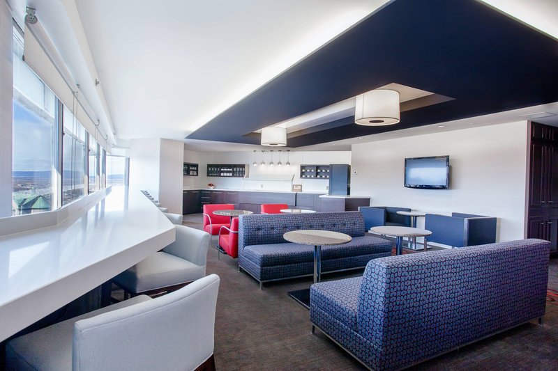 Delta Hotels by Marriott Quebec-Club Lounge<br/>Image from Leonardo