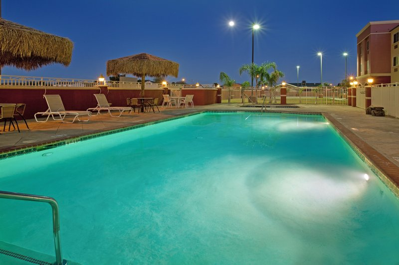 Holiday Inn Express & Suites El Centro-Swimming Pool<br/>Image from Leonardo