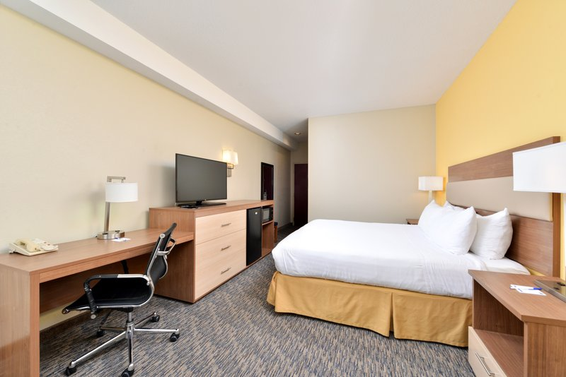 Holiday Inn Express Providence - North Attleboro-King Bed Guest Room<br/>Image from Leonardo