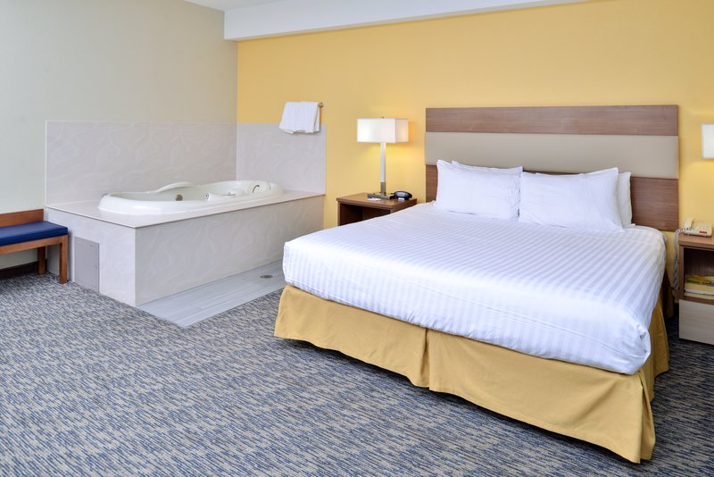 Holiday Inn Express Providence - North Attleboro-Jacuzzi Suite<br/>Image from Leonardo