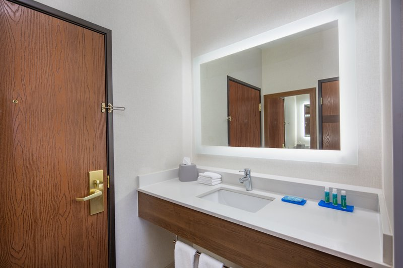 Holiday Inn Express & Suites Bishop-Most rooms have sinks outside of the bathroom<br/>Image from Leonardo