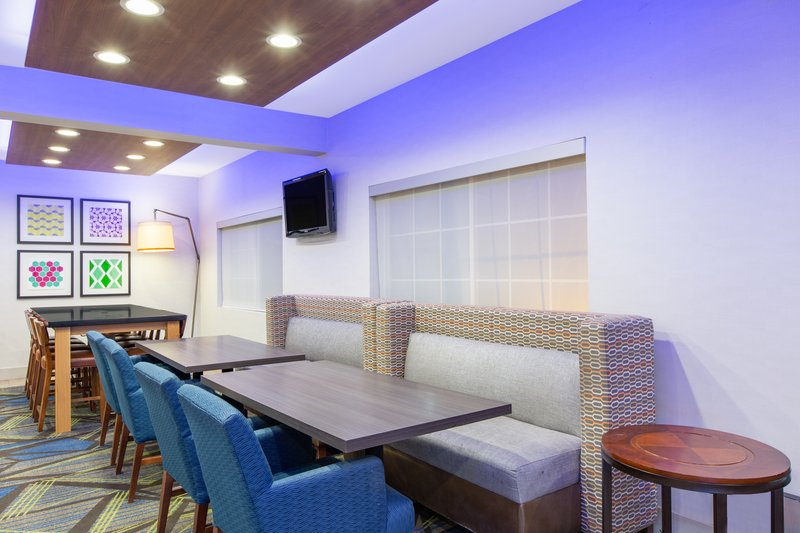 Holiday Inn Express & Suites Bishop-Dining Area<br/>Image from Leonardo