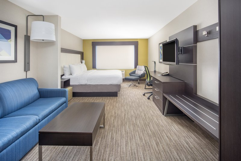 Holiday Inn Express & Suites Bishop-King Bed Executive Suite<br/>Image from Leonardo