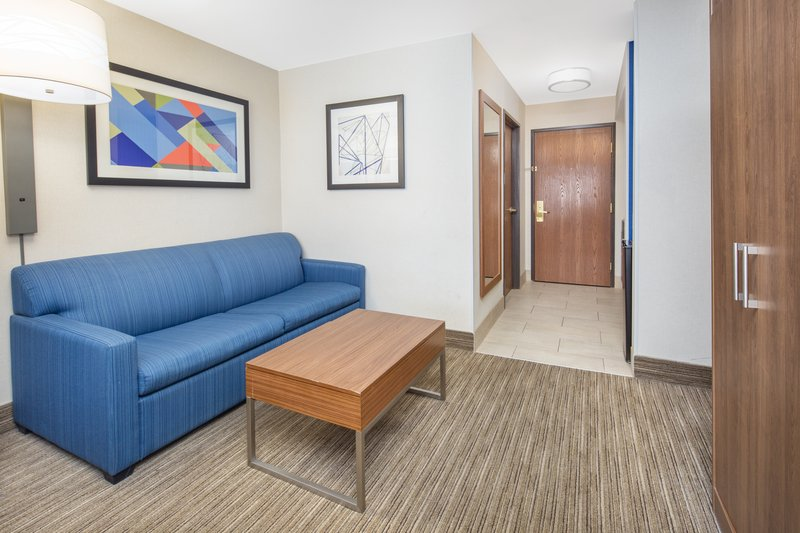 Holiday Inn Express & Suites Bishop-2 Bed Executive Suite with Sofa Sleeper<br/>Image from Leonardo