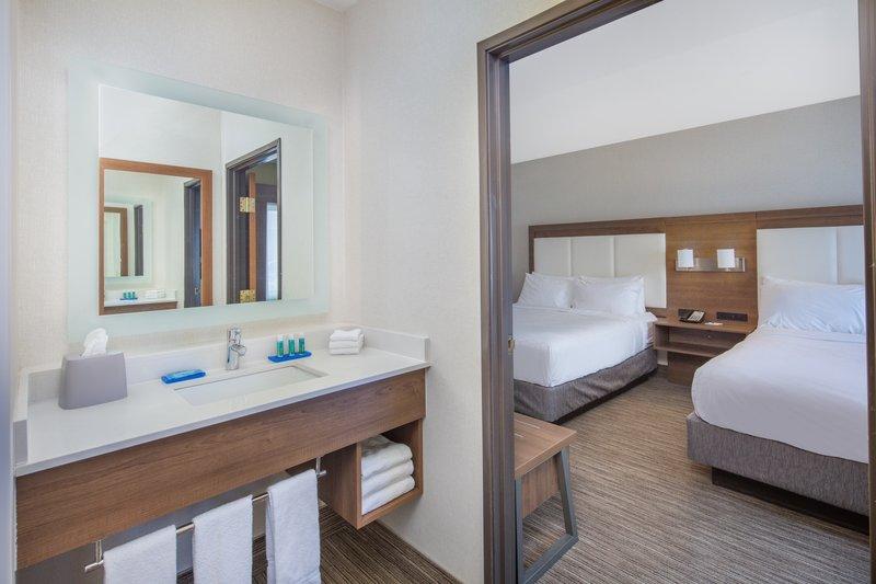 Holiday Inn Express & Suites Bishop-Bedroom<br/>Image from Leonardo