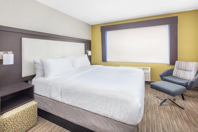 Holiday Inn Express & Suites Bishop-King Room<br/>Image from Leonardo